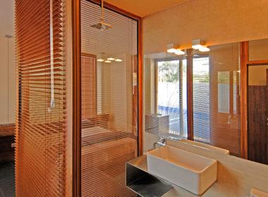 Двойна стая съ стъклена баня
